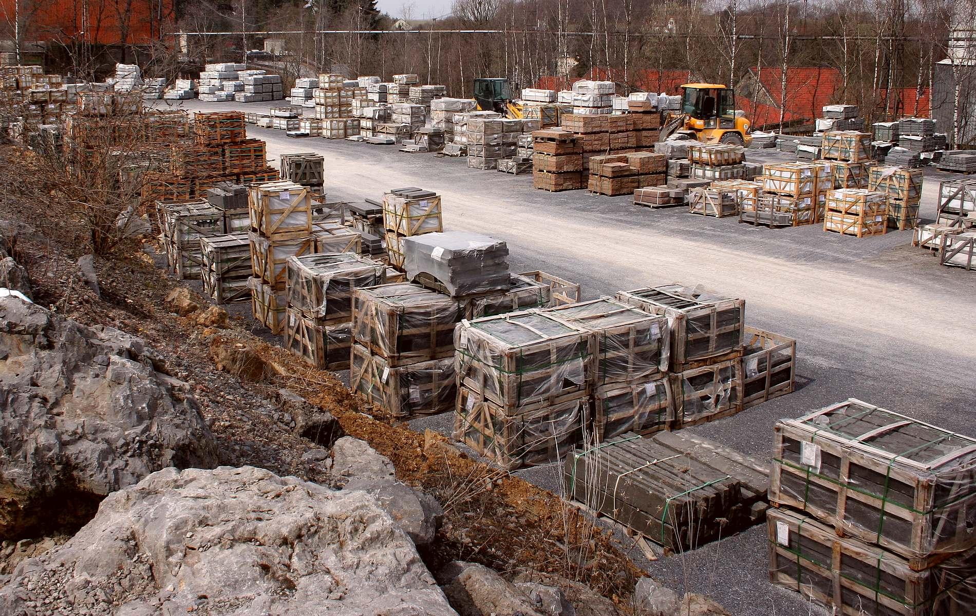 Natursteine aus der Region und Import aus aller Welt