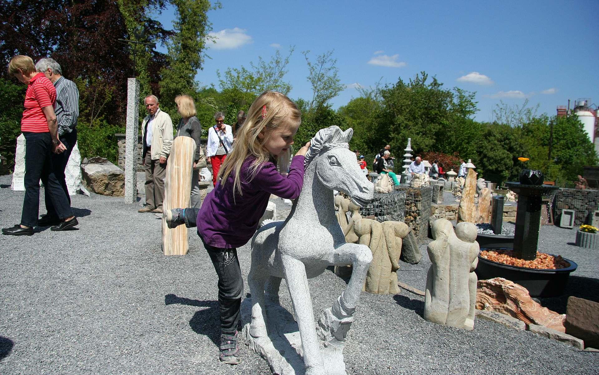 Dekorationen, Gartenbrunnen und alles für den Steingarten