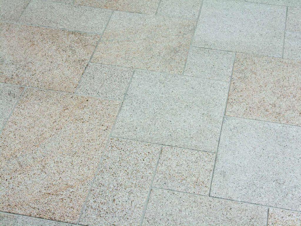 Granitplatte Kristall gelb in gemischten Formaten
