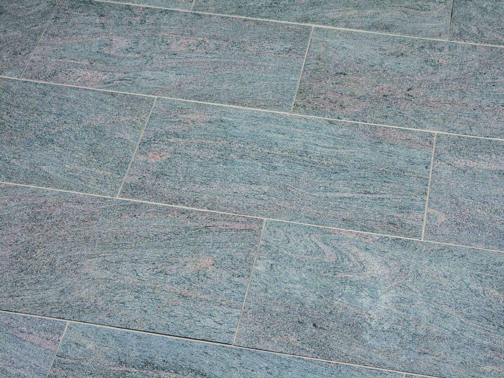 Granitplatte Paradiso mit geflammter Oberfläche