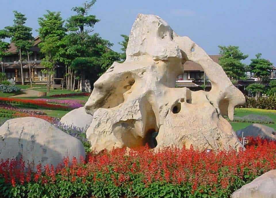 Natursteinfelsen aus Kalkstein