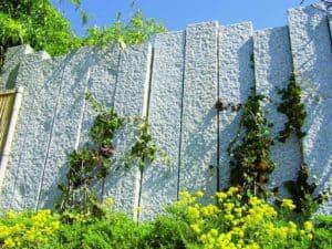 Granitstelen als Sichtschutz