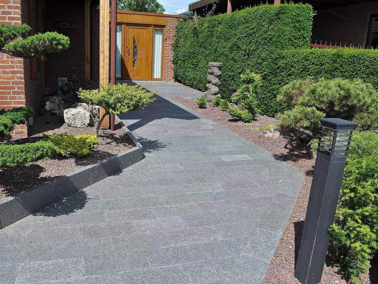 Zugang mit Terrassenplatten Basalt Kristall schwarz