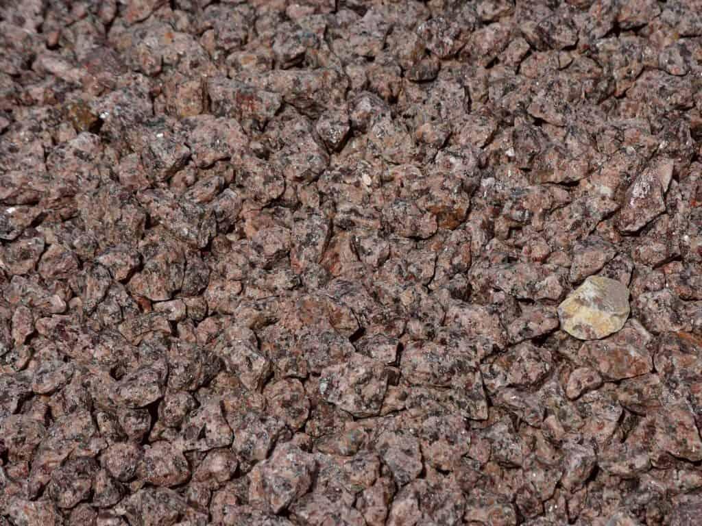Granitsplitt rot