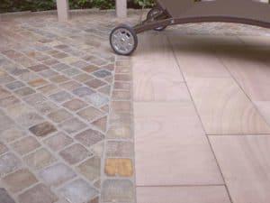Terrasse aus Toskana Platten und Pflaster