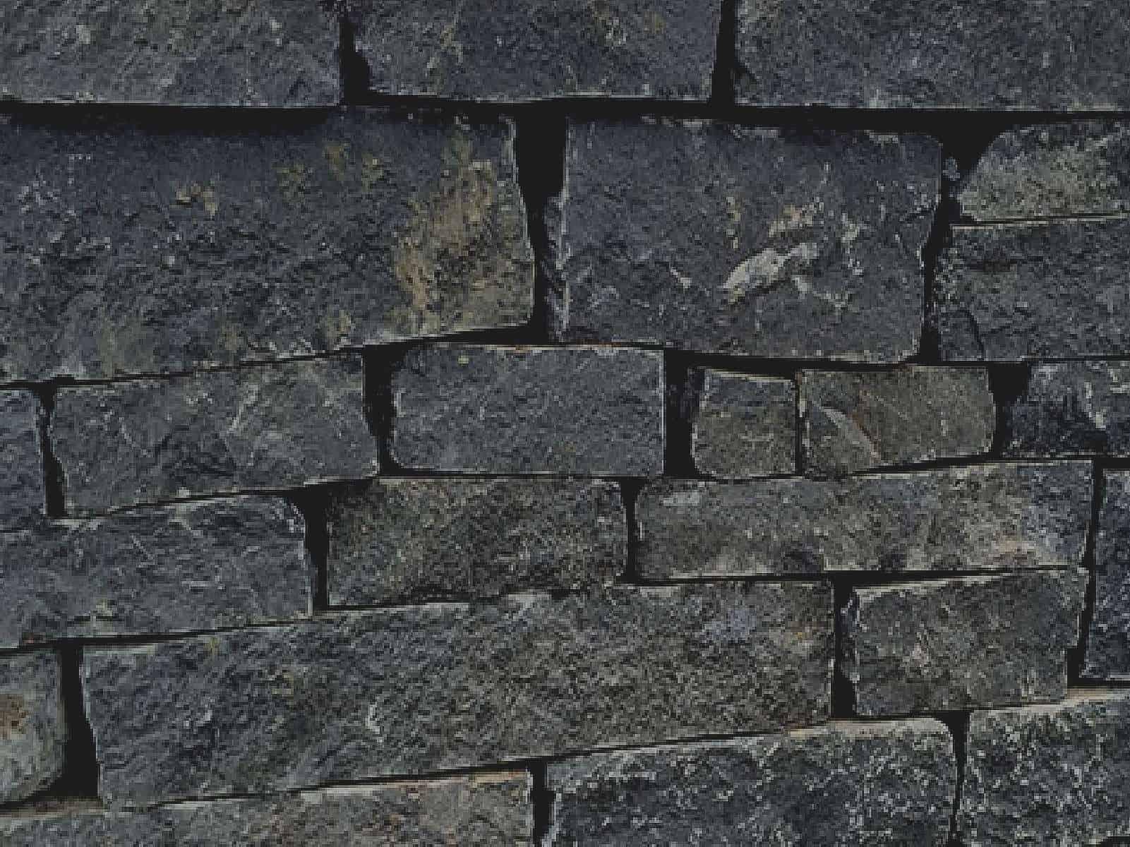 Natursteinmauer Basalt Schichtmauer
