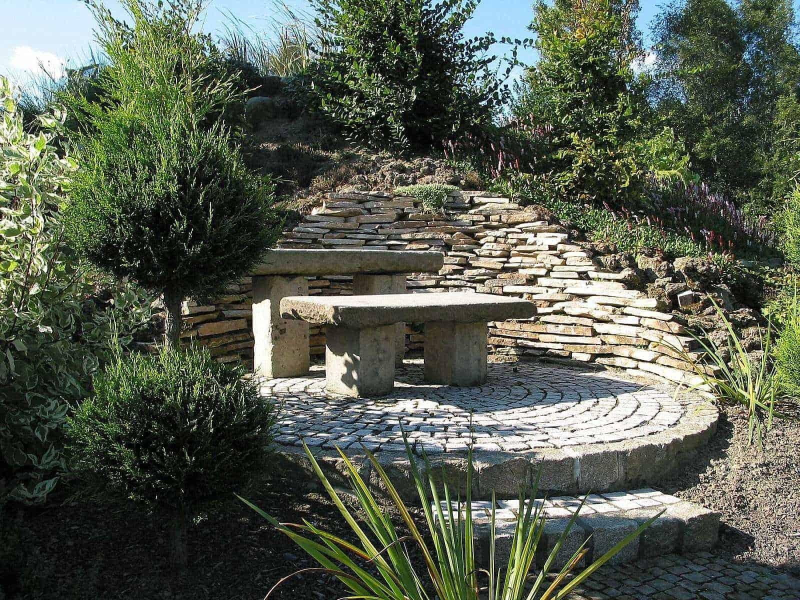 Terrassen- und Gartengestaltung mit Natursteinen und Trockenmauersteinen