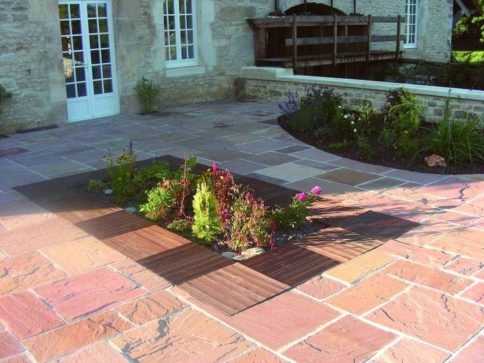Terrassengestaltung an einem Landgut - Anwendungsbeispiel mit Terrassenplatten aus Sandstein