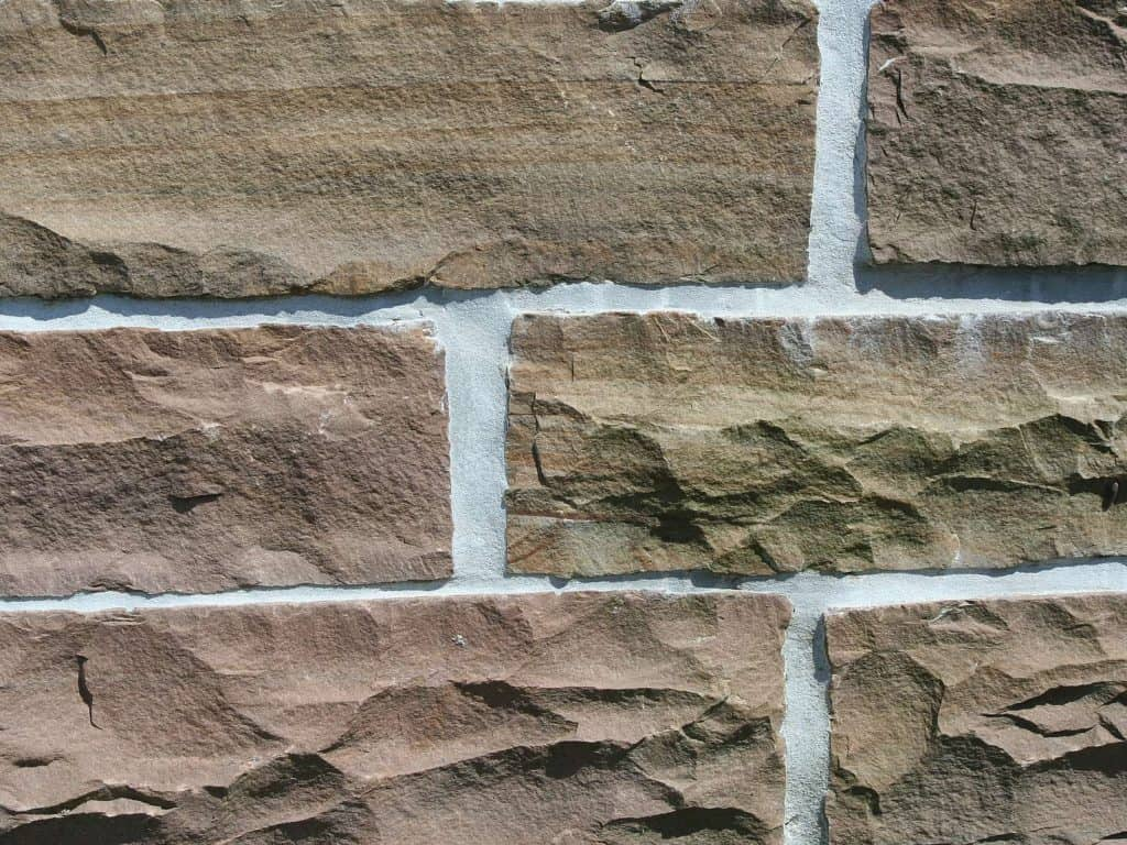 Steinmauer Toskana Sandstein gespalten