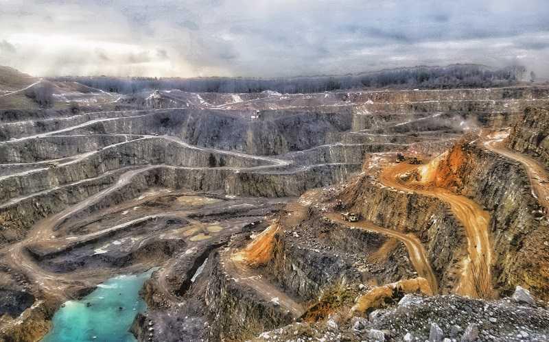Ein Bild vom Steinbruch der Kalkwerke Oetelshofen der Oartnerfirma der Natursteinbrüche Bergiscg Land GmbH