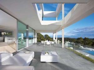 Terrassenplatten aus Feinsteinzeug.