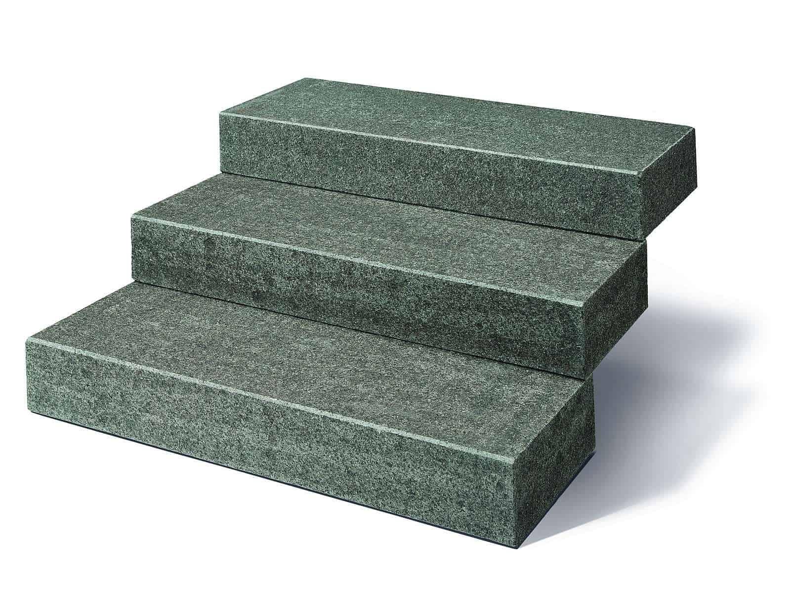 Blockstufe Granit Impala Black mit gesägt/geflammter Oberfläche in hochwertigem Impala Granit (Gabbro). Die Granitblockstufen sind absolut robust und pflegeleicht.