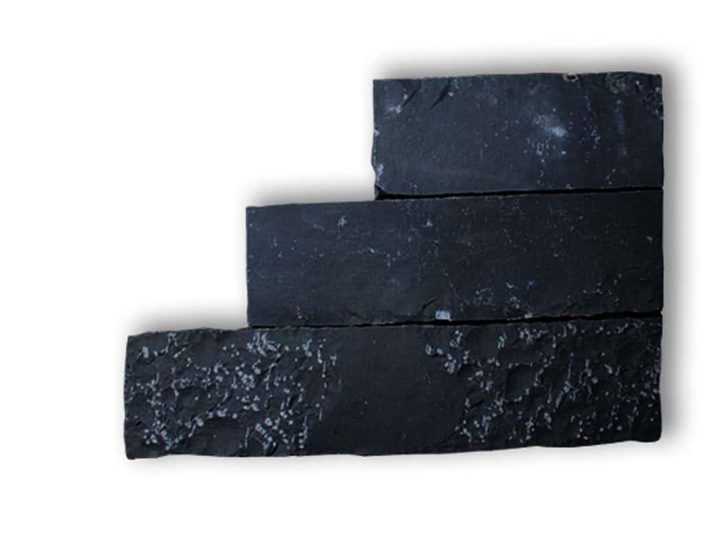 Randstein Basalt gespalten und nachgerabeitet