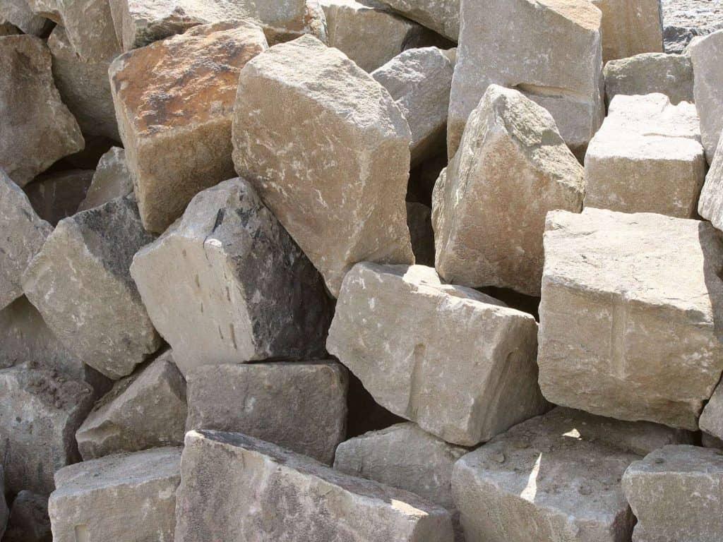 Trockenmauersteine - Ruhrsandstein Böschungspflaster zur Herstellen schwerer Natursteinmauern