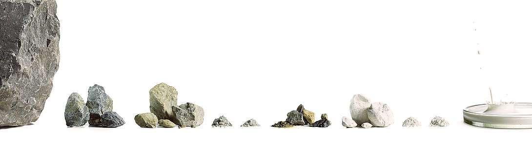 Verschiedene Kalksteinprodukte der Kalkwerke Oetelshofen in ie gerbannte Kalkprodukte und ungebrannte.