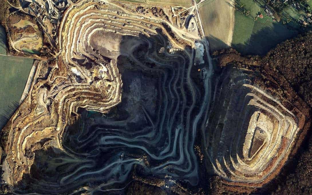 Luftbild des Steinbruches der Kalksteinwerke Oetelshofen und Natursteinbrueche Bergisch Land.