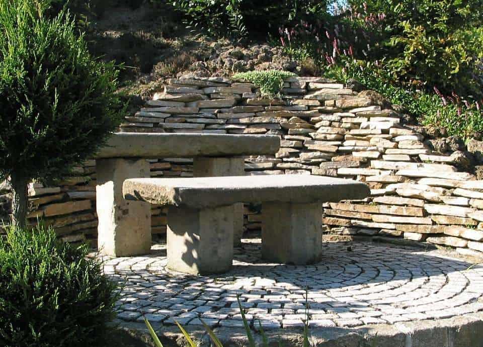 Naturstein Sitzgruppe in der Gartenausstellung