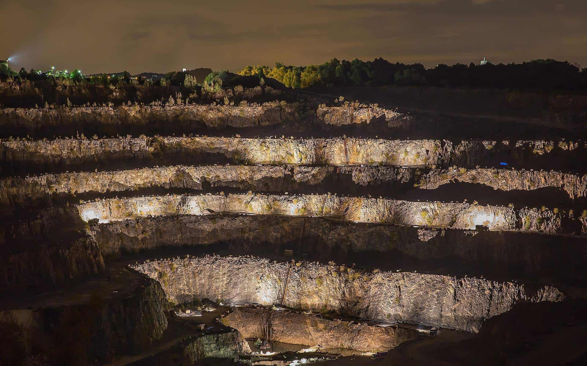 Der Natursteingigant auf mehr als 30.000m² direkt am Steinbruch!